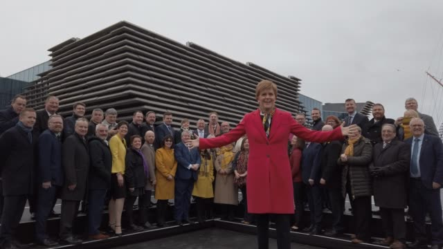 vídeos y material grabado en eventos de stock de first minister, nicola sturgeon, takes a selfie as she joins the snp's newly elected mps for a group photo outside the v&a museum on december 14,... - dundee escocia