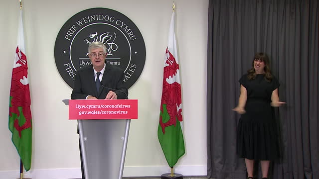 """first minister of wales, mark drakeford confirming coronavirus 'alert level zero' but advising it does not mean """"a free-for-all"""" - national flag stock videos & royalty-free footage"""