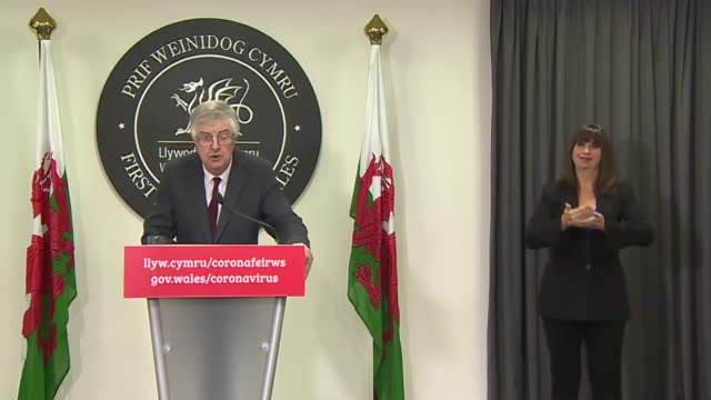 """first minister of wales mark drakeford saying the welsh government """"has no option but to look at different ways to keep you safe"""" during the... - typisch walisisch stock-videos und b-roll-filmmaterial"""