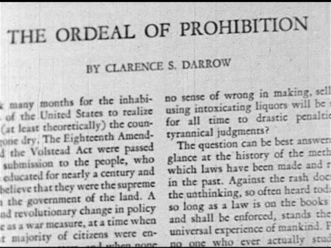 vídeos de stock e filmes b-roll de prohibition first page of 'the ordeal of prohibition' by clarence s darrow 1920s speakeasy ms male bartender hands filling beer mug from tap sliding... - bar clandestino