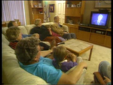 first presidential election debate:; usa: missouri: st louis: weir family watching the debate on tv cms male voter as watching cms ditto - bericht film und fernsehen stock-videos und b-roll-filmmaterial