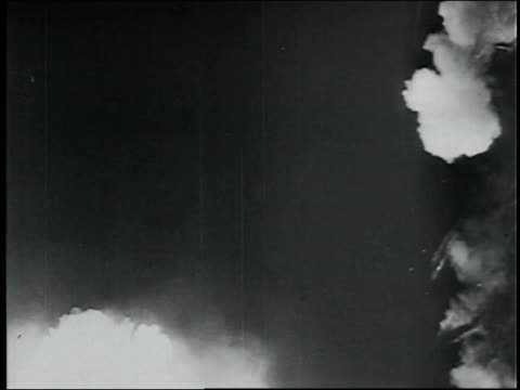 first test of an atomic bomb weapon / los alamos, trinity atomic bomb test; explosion and fireball. trinity atomic bomb test on july 16, 1945 - new mexico stock videos & royalty-free footage
