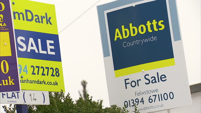 first time buyers are being warned not to hurry into purchasing property amid concerns lending could spiral out of control like it did before the... - 出来事の発生点の映像素材/bロール