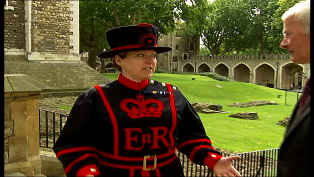 stockvideo's en b-roll-footage met first woman beefeater starts work at tower of london moira cameron interview sot reporter to camera cameron interview sot - yeomen warder