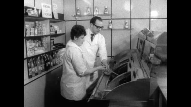 fish and chips being served in a shop; 1964 - スコットランド ダンディー点の映像素材/bロール