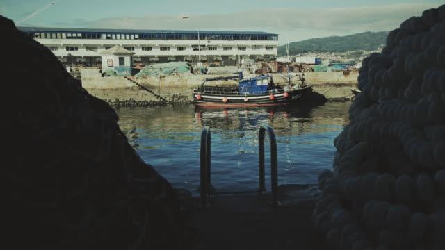 Vis boot op de visserij haven van Vigo, Galicië, Spanje