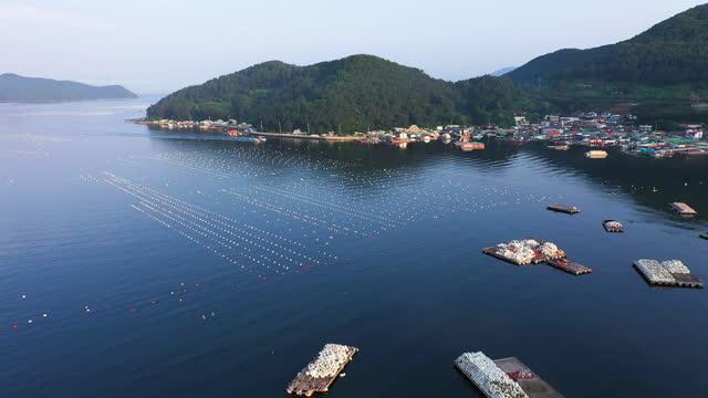 stockvideo's en b-roll-footage met fish farming at village / gyeongsangnam-do, south korea - voor anker gaan