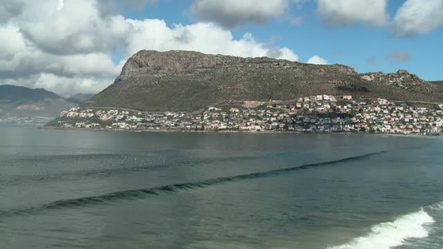 ws fish hoek across ocean, cape town, western cape, south africa  - ケープ半島点の映像素材/bロール