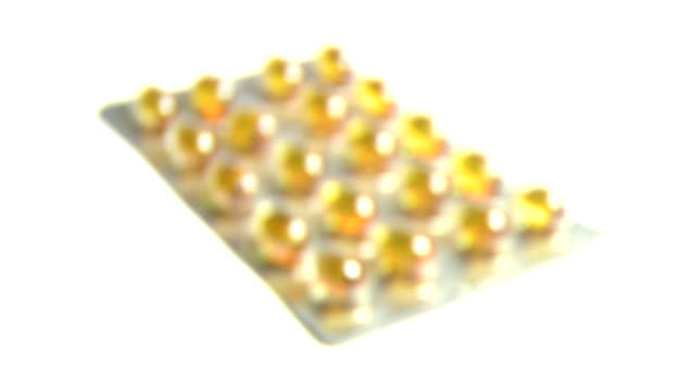 vídeos de stock e filmes b-roll de fish oil tablets - fade in