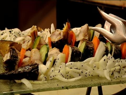 vídeos y material grabado en eventos de stock de pescados y mariscos de diseño (panorámico 16:9 - restaurante flotante