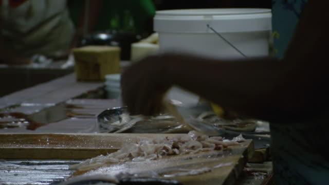 vídeos y material grabado en eventos de stock de ms fish shop / brightown, barbados - utensilio para cocinar