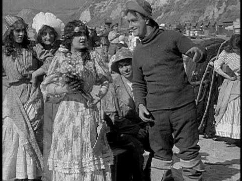 vidéos et rushes de 1911 b&w fisherman arguing with young woman on beach/ santa monica, california, usa - acteur