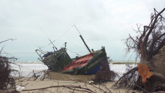 fisherman boat aground in thailand - shipwreck stock videos & royalty-free footage
