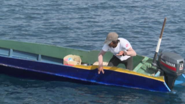 MS ZI Fisherman catching tuna / Semporna, Sabah, Malaysia