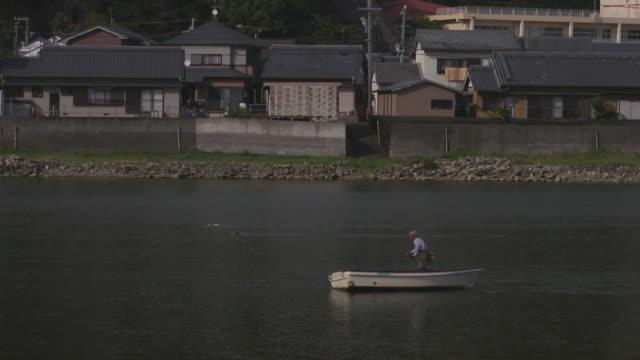 fisherman on boat in river, wakayama, japan - 男漁師点の映像素材/bロール