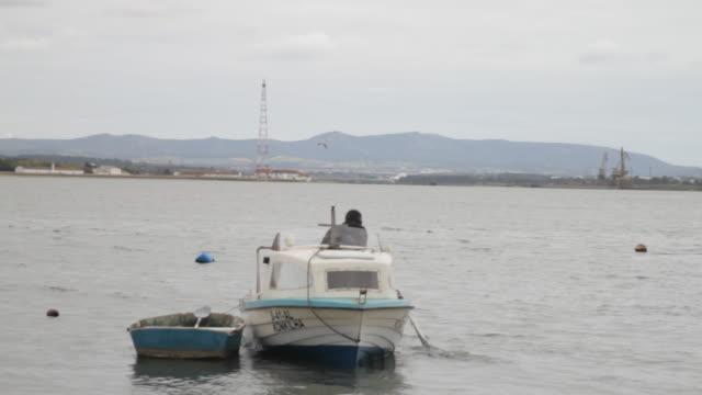 vídeos de stock e filmes b-roll de fisherman on his boat - só um homem de idade mediana