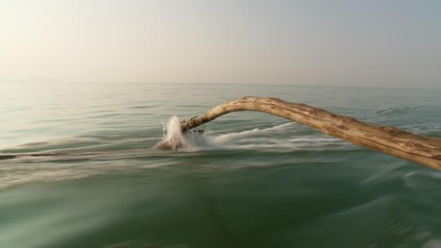 vídeos y material grabado en eventos de stock de ms pan fisherman on outrigger boat  / palolem, goa, india - un solo hombre de mediana edad