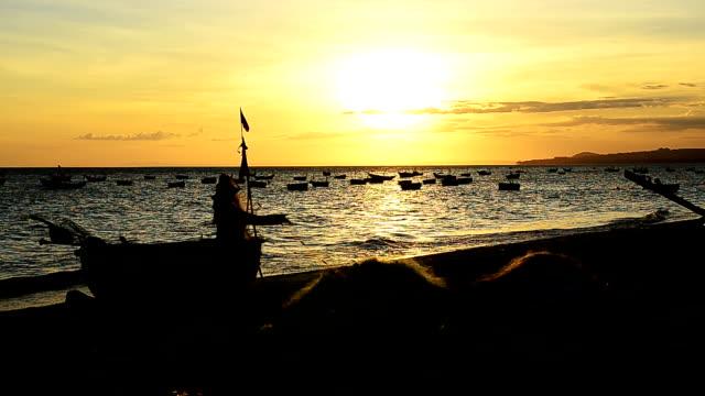 Fischer ziehen Nets bei Sonnenuntergang