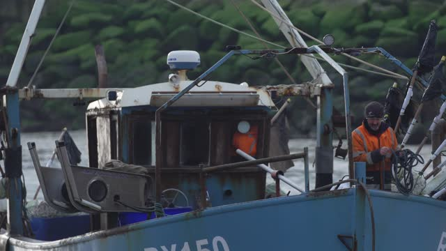 fisherman throws a rope as it prepares to come in at hastings u.k. on friday, january. 15, 2021. while prime minister boris johnson claimed last... - rope stock videos & royalty-free footage