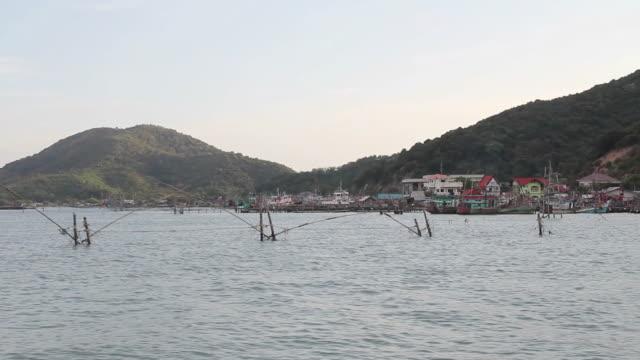 vídeos y material grabado en eventos de stock de pescador village - poste de madera