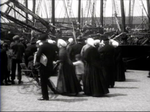 fisherman's life in scheveningen / zuid-holland, netherlands - 1926 stock-videos und b-roll-filmmaterial