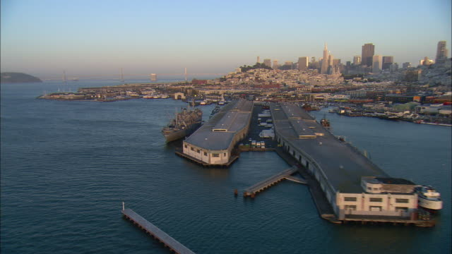 stockvideo's en b-roll-footage met aerial fisherman's wharf and pier 39 with downtown skyline in background, san francisco, california, usa - pier 39