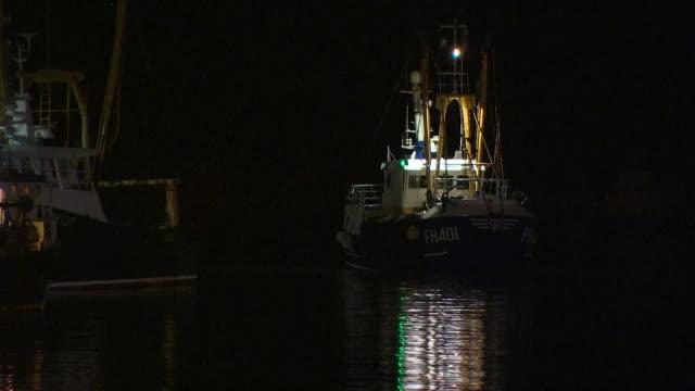 fishermen bringing scallops back into brixham harbour - mollusco video stock e b–roll