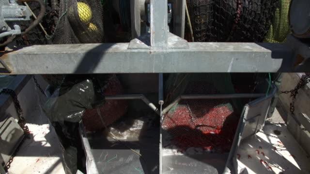 vídeos de stock e filmes b-roll de fishermen empty fishing nets in shrimp boat - camarão