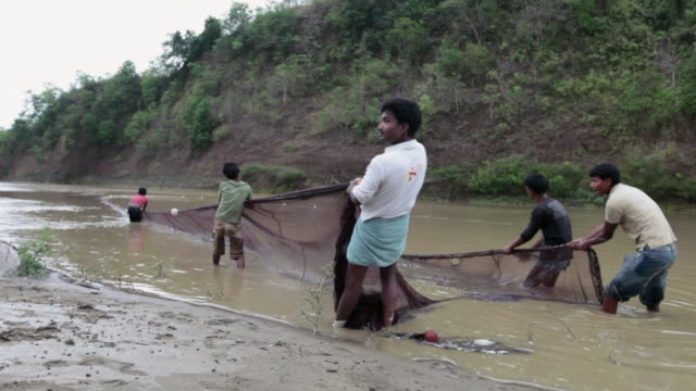 fishermen pulling a fishing net, sangu river, chittagong hill tracts, bangladesh, indian sub-continent, asia.  - fishing net stock videos & royalty-free footage