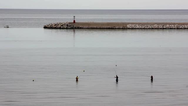 漁師に立っているウォーター