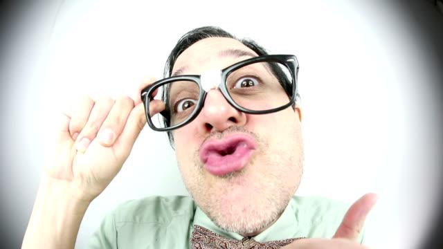 vídeos de stock, filmes e b-roll de olho de peixe paquerador - personas