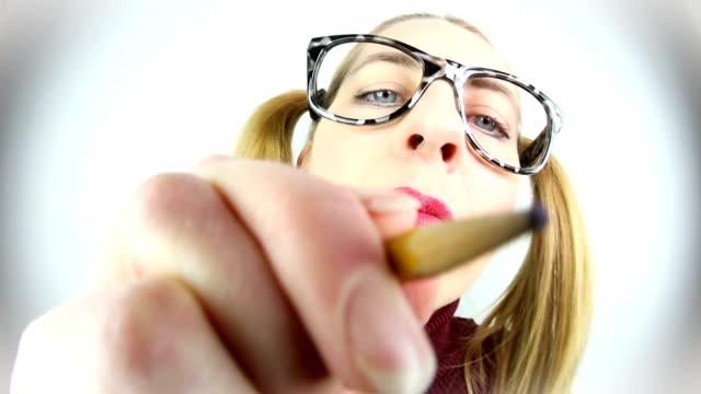fisheye nerd frau schreiben mit bleistift - weitwinkel stock-videos und b-roll-filmmaterial