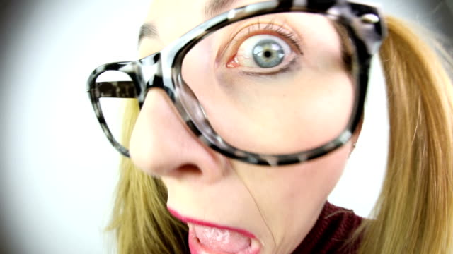 stockvideo's en b-roll-footage met fisheye video spooked nerdy vrouw - groothoek
