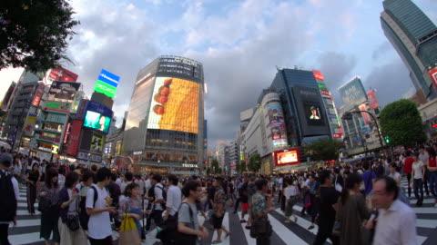 ws fisheye view of shibuya crossing / tokyo, japan - shibuya ward stock videos & royalty-free footage