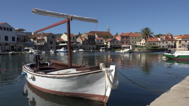 vídeos y material grabado en eventos de stock de fishing boat in port of vrboska - cultura croata