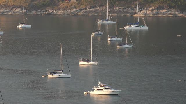 日没の漁船 - 小さい点の映像素材/bロール