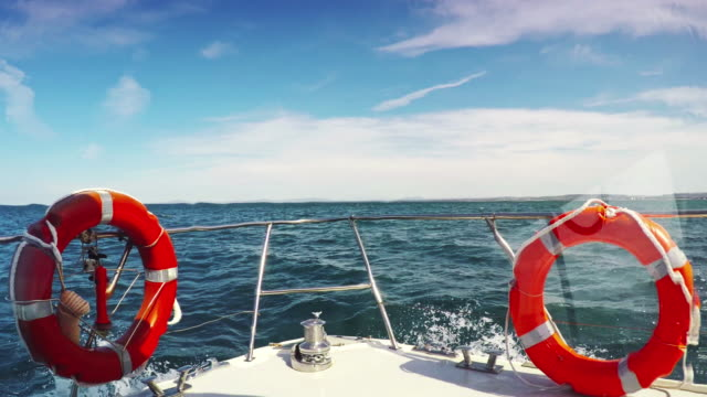 "vídeos de stock e filmes b-roll de vela no mar"""" - convés"