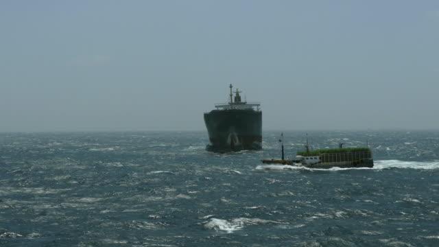 angelboot/fischerboot - frachtschiff stock-videos und b-roll-filmmaterial