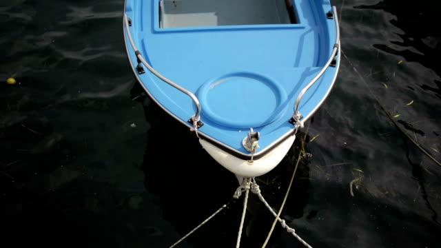 stockvideo's en b-roll-footage met vissersboot - anchored