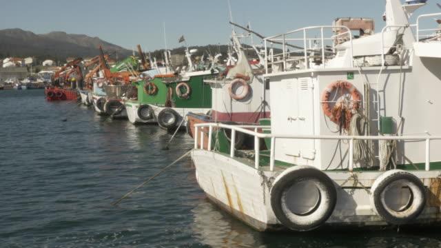 vídeos y material grabado en eventos de stock de fishing boats in a galician harbour - dársena