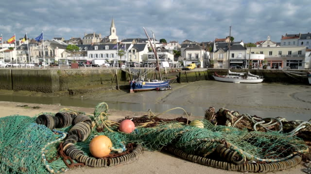 fishing boats in port of pornic at low tide - low tide stock videos & royalty-free footage