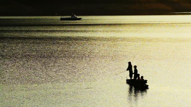 タイの漁船 - ノンタブリー県点の映像素材/bロール