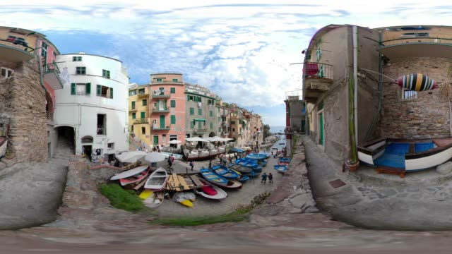 360 vr / fishing boats in the street of italian village riomaggiore - 360 video stock videos & royalty-free footage