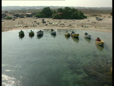 aerial ws fishing boats, jaser azarka, carmel, israel - einige gegenstände mittelgroße ansammlung stock-videos und b-roll-filmmaterial