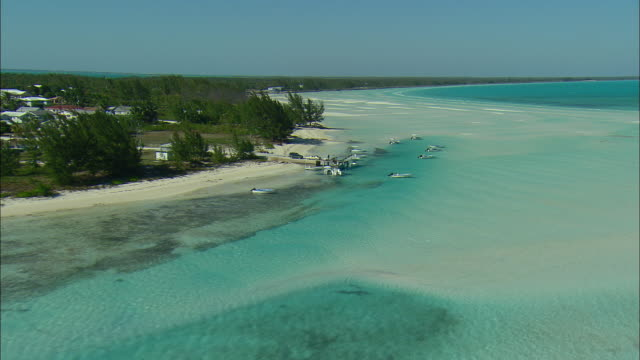 vidéos et rushes de aerial fishing boats moored at beach of spanish wells, bahamas - bahamas