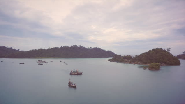 fishing boats moored by their village in the burmese archipelago - 固定された点の映像素材/bロール