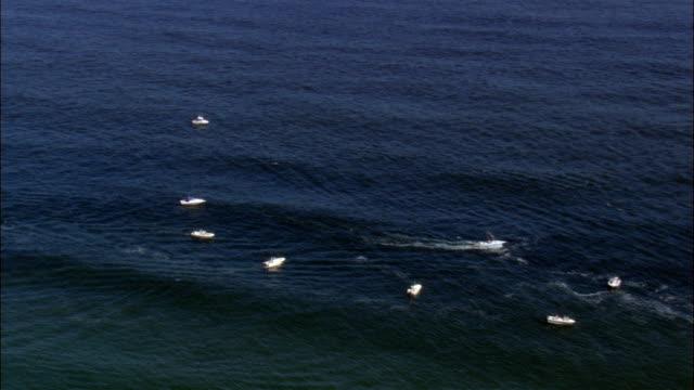 vidéos et rushes de bateaux de pêche sur la rue island-vue aérienne de rhode island, états-unis - rhode island