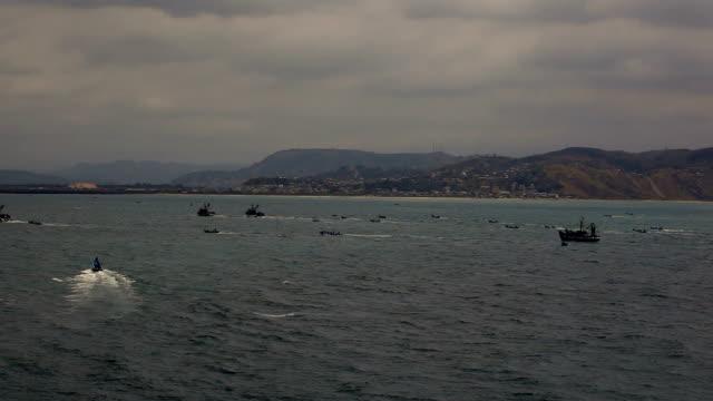 stockvideo's en b-roll-footage met fishing boats - ecuador
