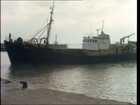 """fishing crisis; england: lowestoft: trawler r-l one docked another in john deacon:sof: """"we are losing,............this year"""" : - ローストフト点の映像素材/bロール"""
