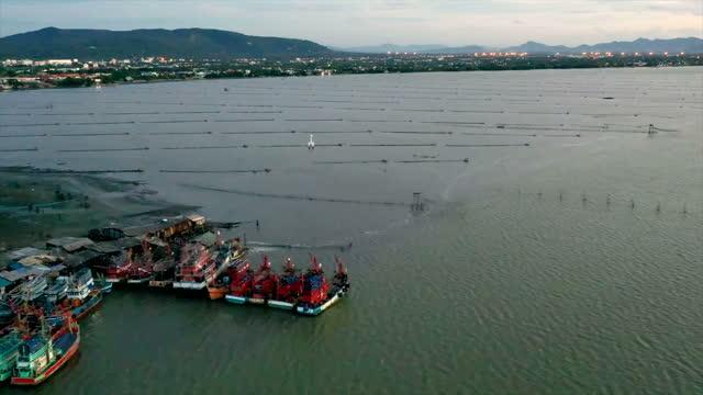 stockvideo's en b-roll-footage met fishing harbor in city of songkhla,thailand - voor anker gaan